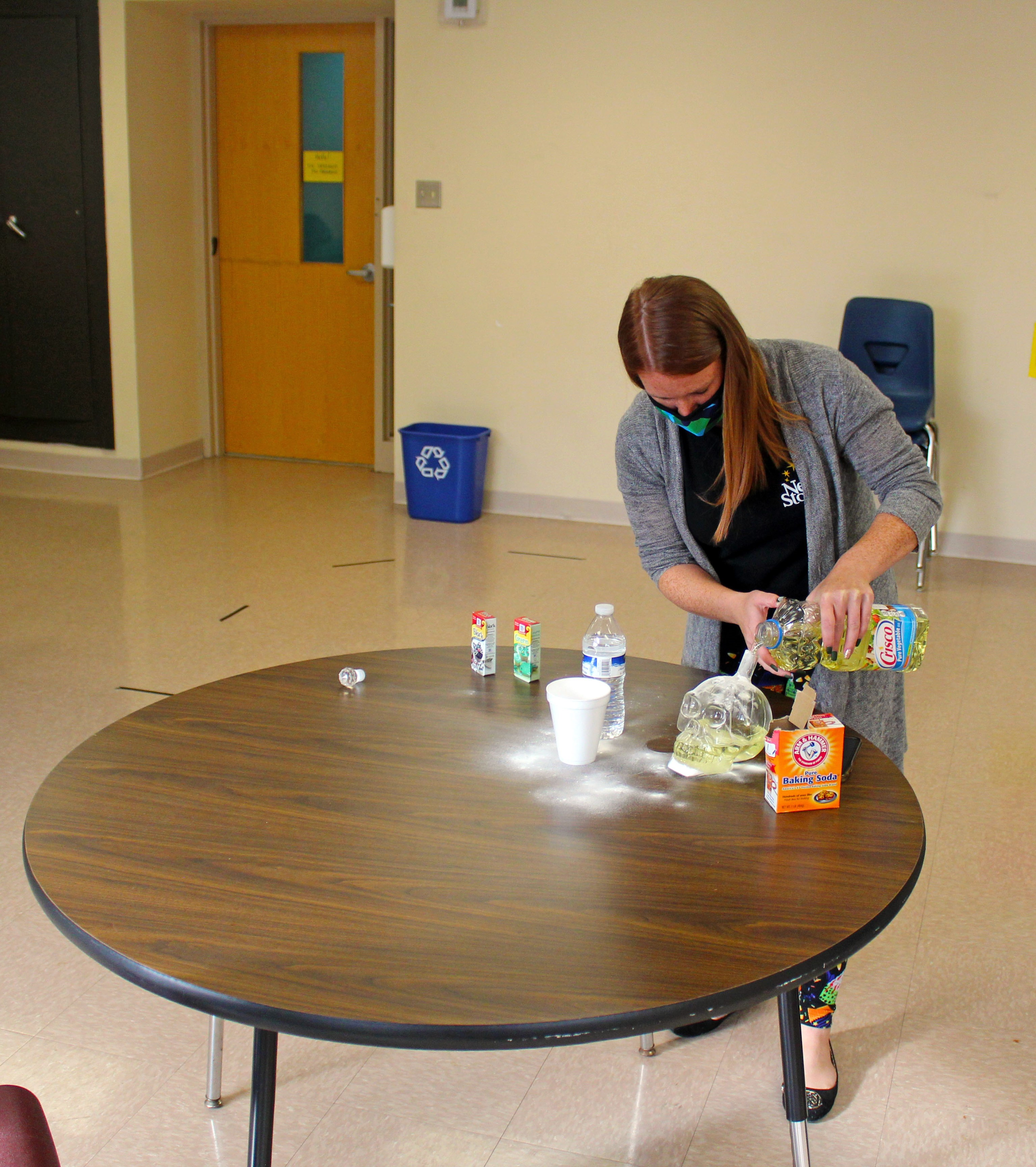 special-education-teacher-instructs-how-to-make-lava-lamp-gallery-3