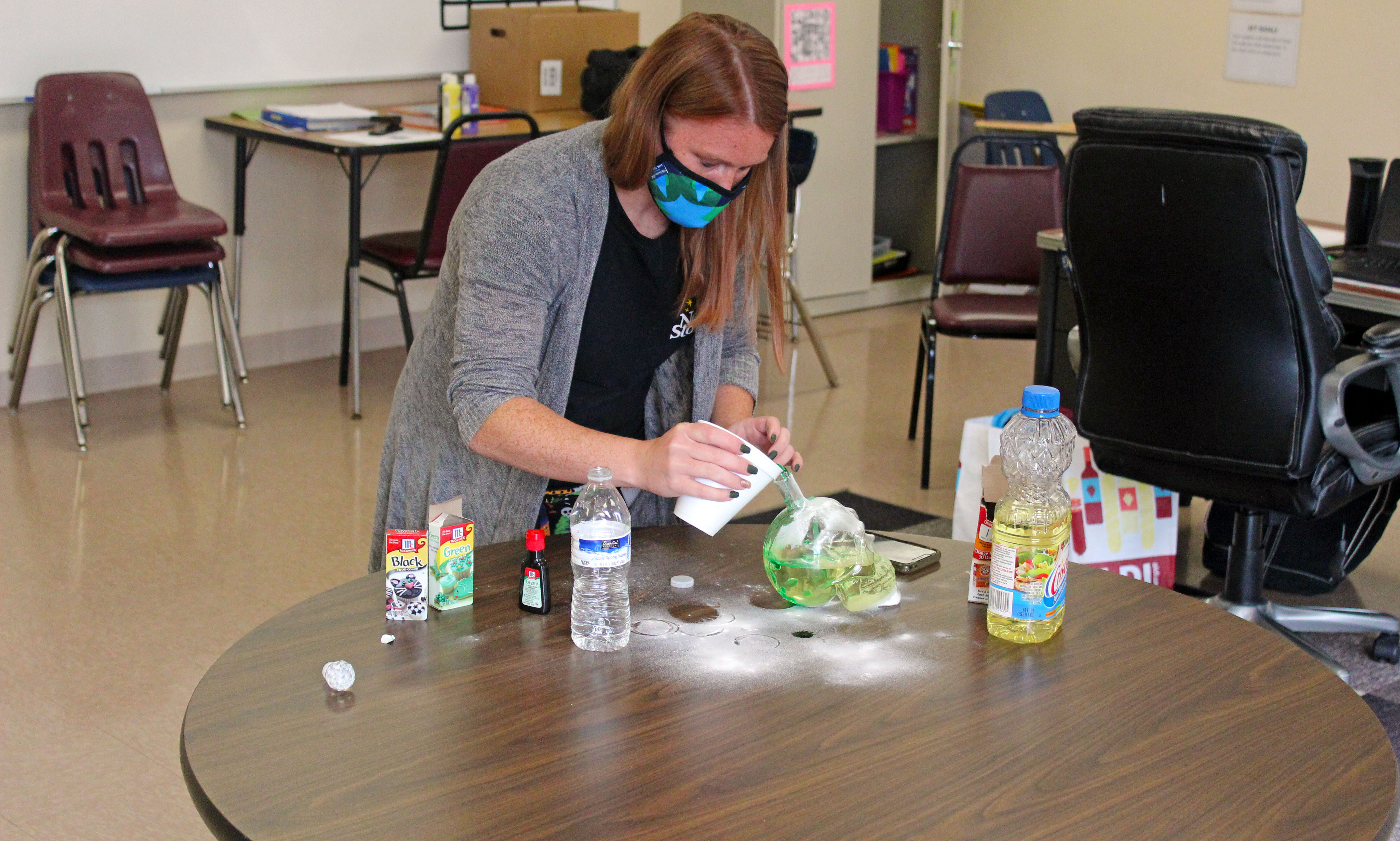 special-education-teacher-instructs-how-to-make-lava-lamp-gallery-4
